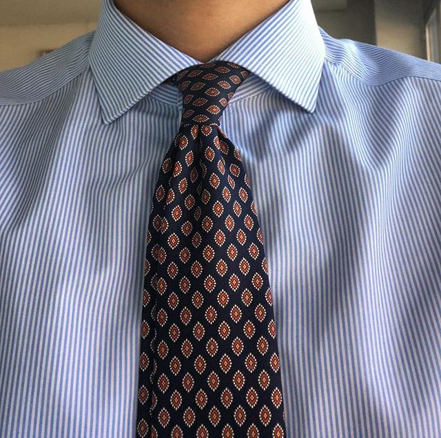cravate médaillon col cutaway