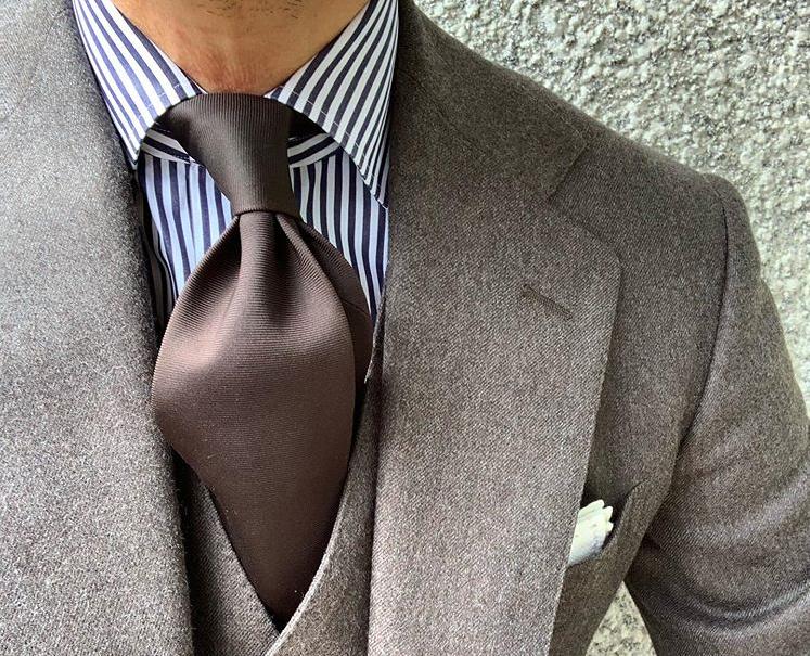 Col de chemise cutaway